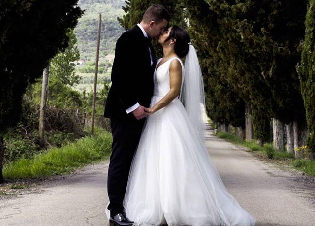 Getting [perfectly] wed in Tuscany | The Hockins ♥️ . . .  #weddingcollective #weddingstyle #loveauthenticliving #greenweddingshoes #lookslikefilm #weddingfilm #bohobride #loveauthenticengaged #lookslikefilm #authenticlovemag #weddingvideography #theknot #photobugcommunity #tuscanywedding #villasancrispolto