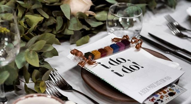 I do, I do LOVE this table setting 🌿 . ⠀⠀⠀⠀⠀⠀⠀⠀⠀ + a good job of keeping little ones perfectly entertained 🖍️ . . . . . ⠀⠀⠀⠀⠀⠀⠀⠀⠀ #loveandwildhearts #weddingtabledecor #weddingfilm #welshwedding #weddingvideographer #alternativeweddingvideography