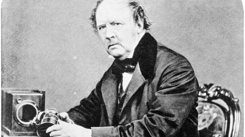 640px-William-Henry-Fox-Talbot-by-John-Moffat-1864-1.jpg