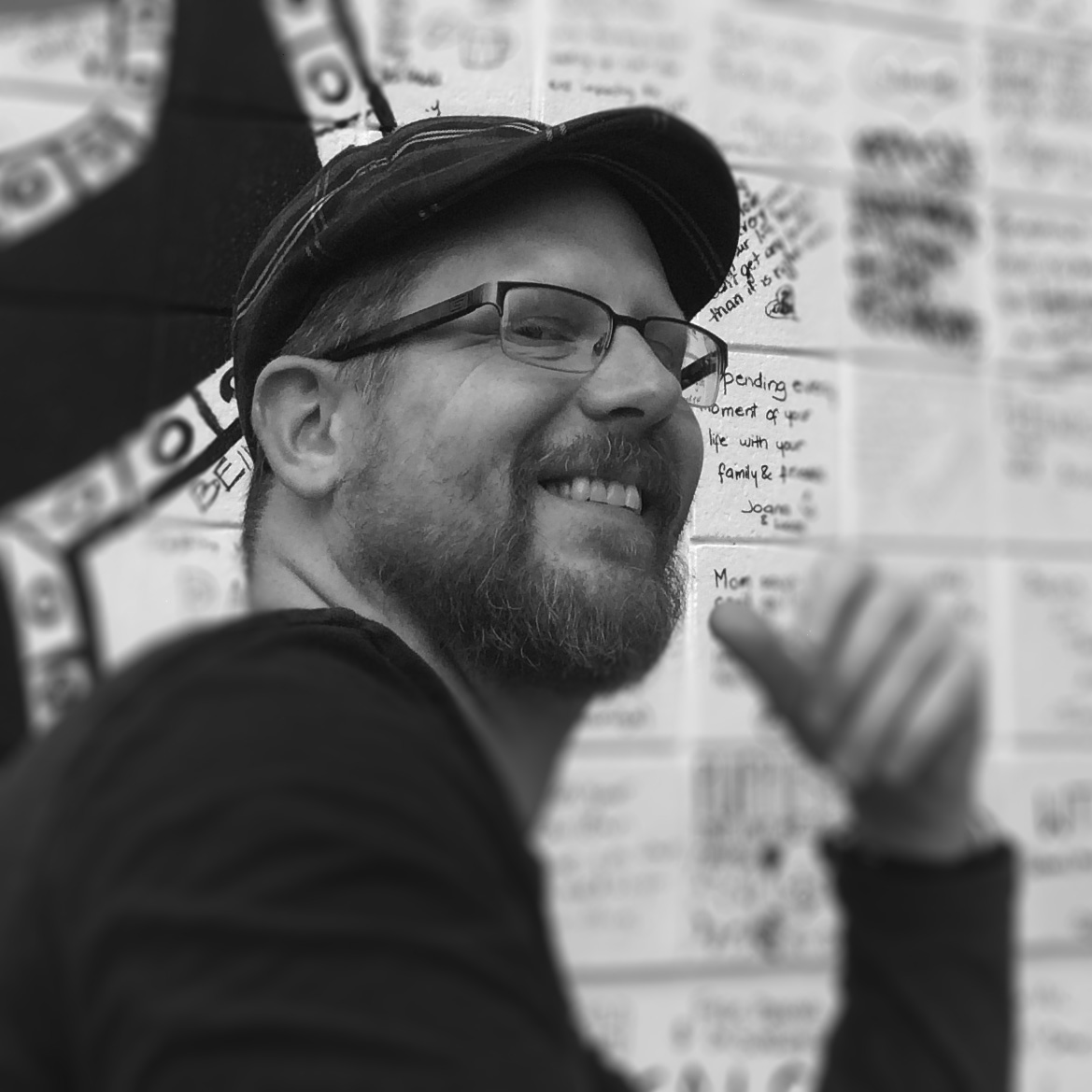 Michael Grills - Visual Artist +illustrator