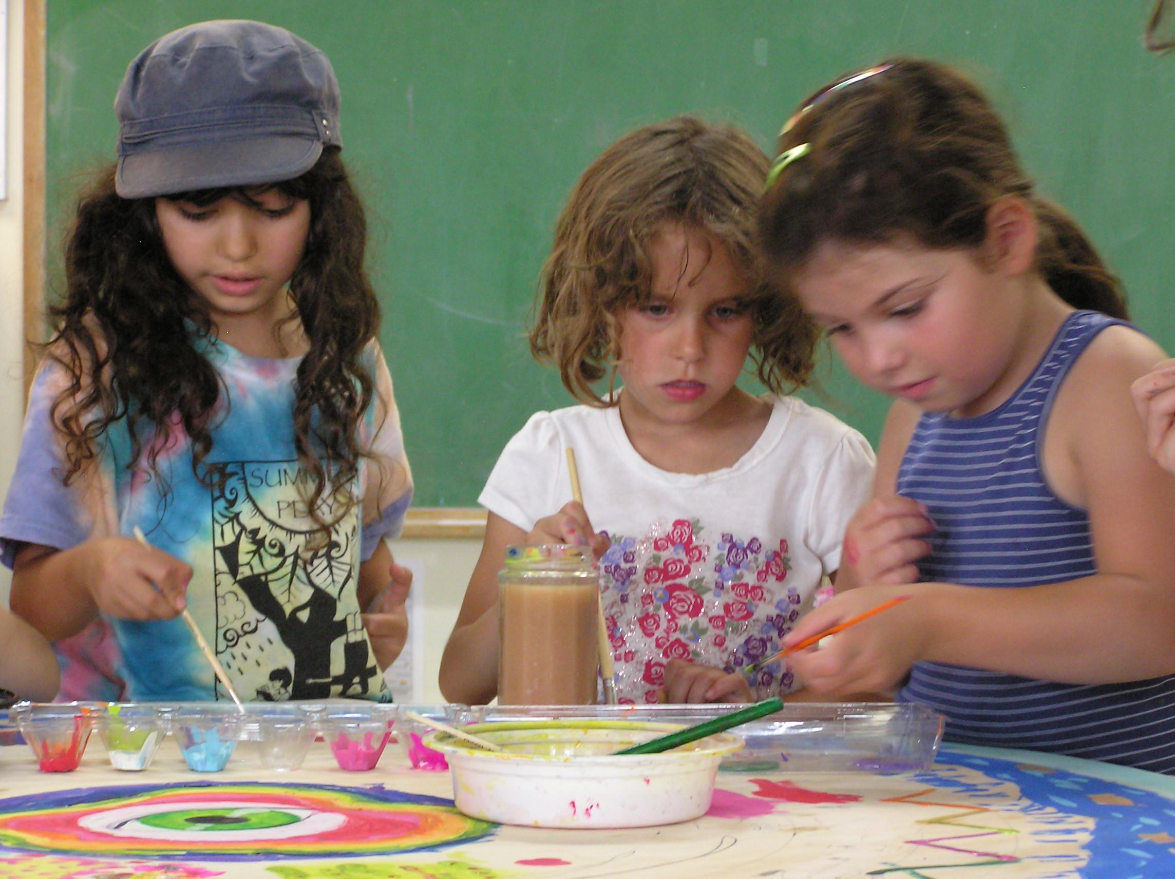 Lily, Zoe, Aleah at Art SP11.jpg