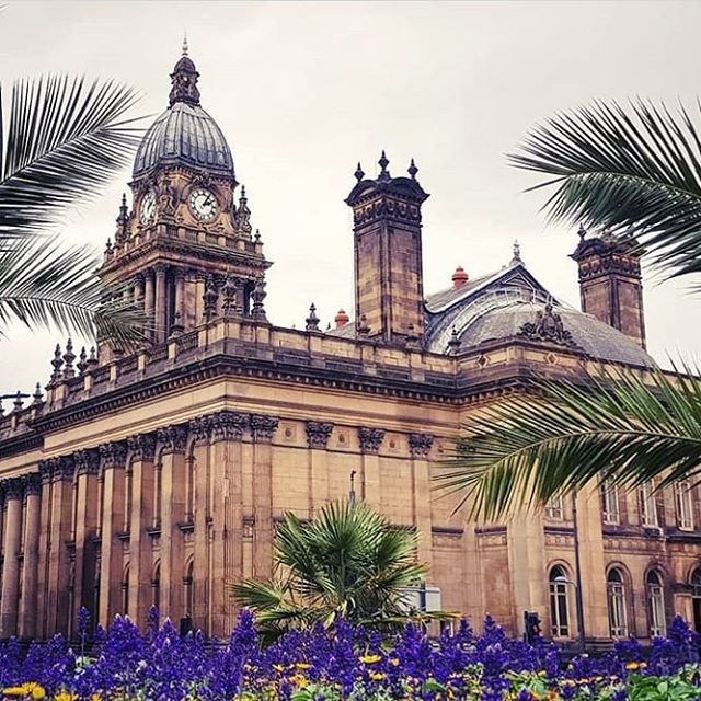How gorgeous does Leeds Town Hall look here? 🌿 If you happen to be in Leeds over the summer be sure to give us a visit, we're only a 9 minute drive from the centre!