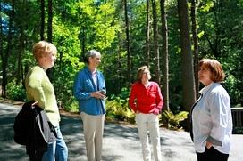 Group begins tour of Dickson Garden