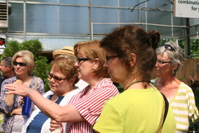 WFB Members gather for container gardening demo Scottsdale Farm May 11, 2011