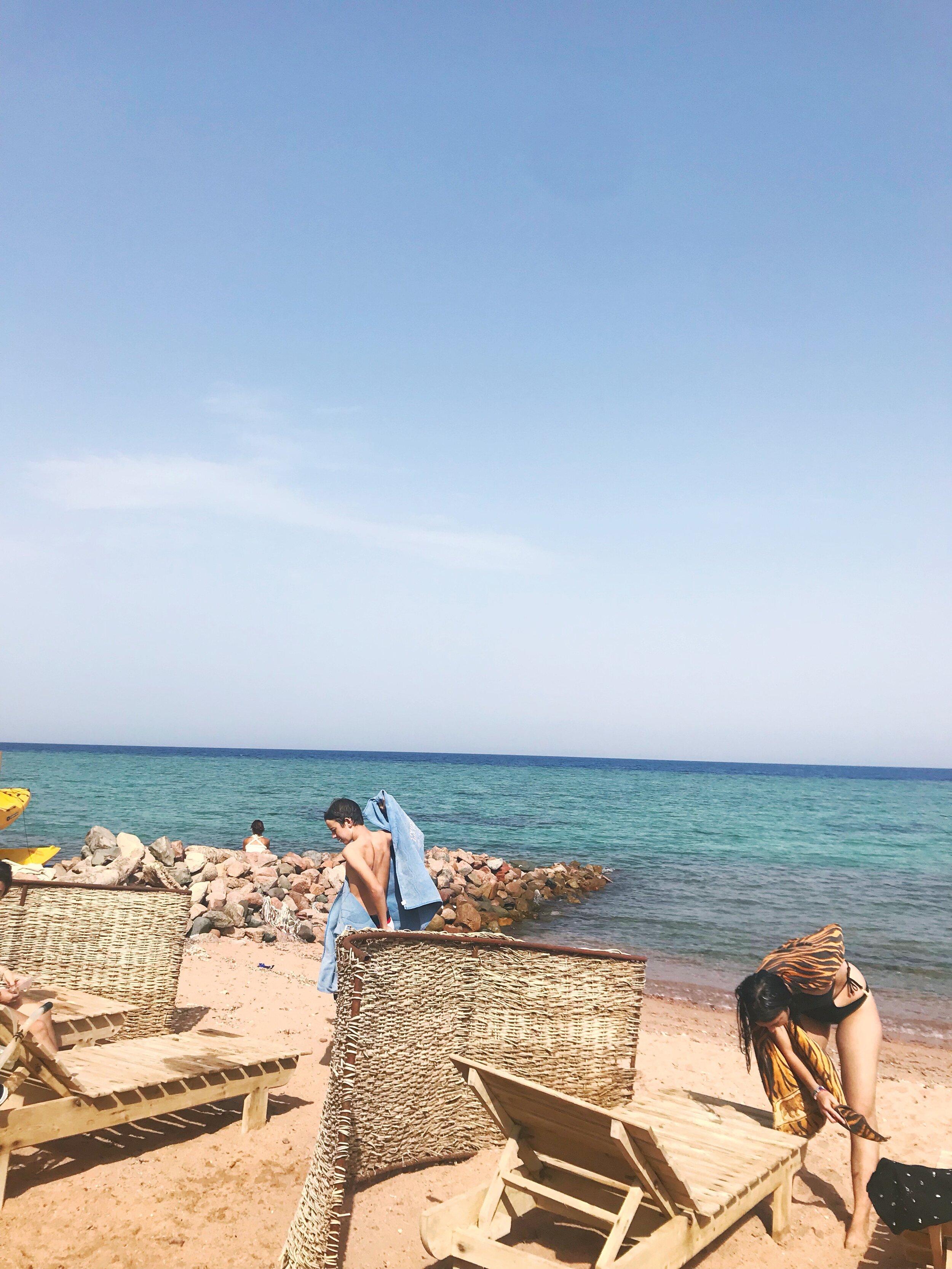 bus-to-dahab-from-cairo-egypt-family-travel-blogger-negra-bohemian