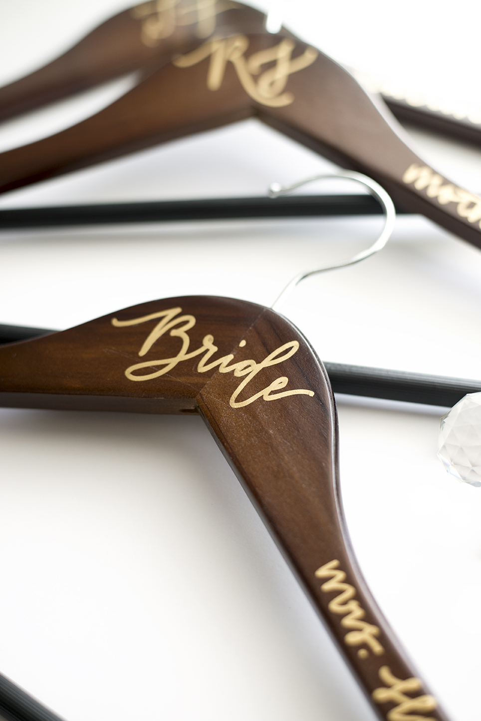 heylux-calligraphyhanger-bride-02.jpg