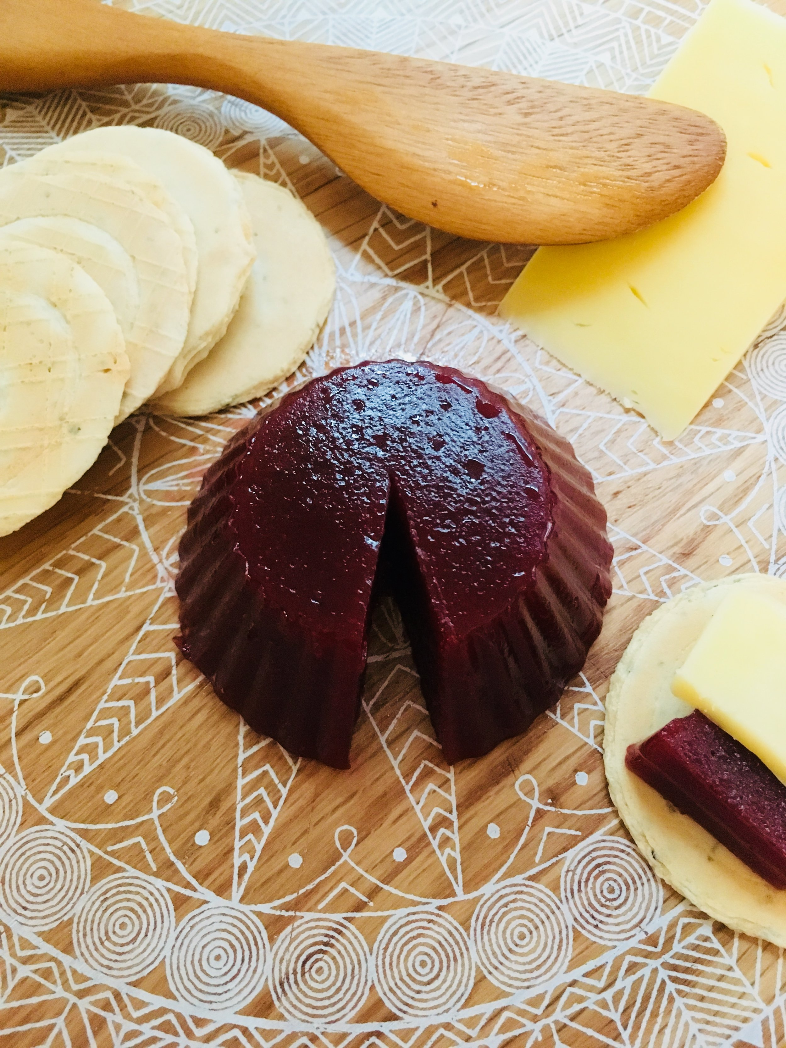 guava and rosella paste served with cheese (romeu e julieta)