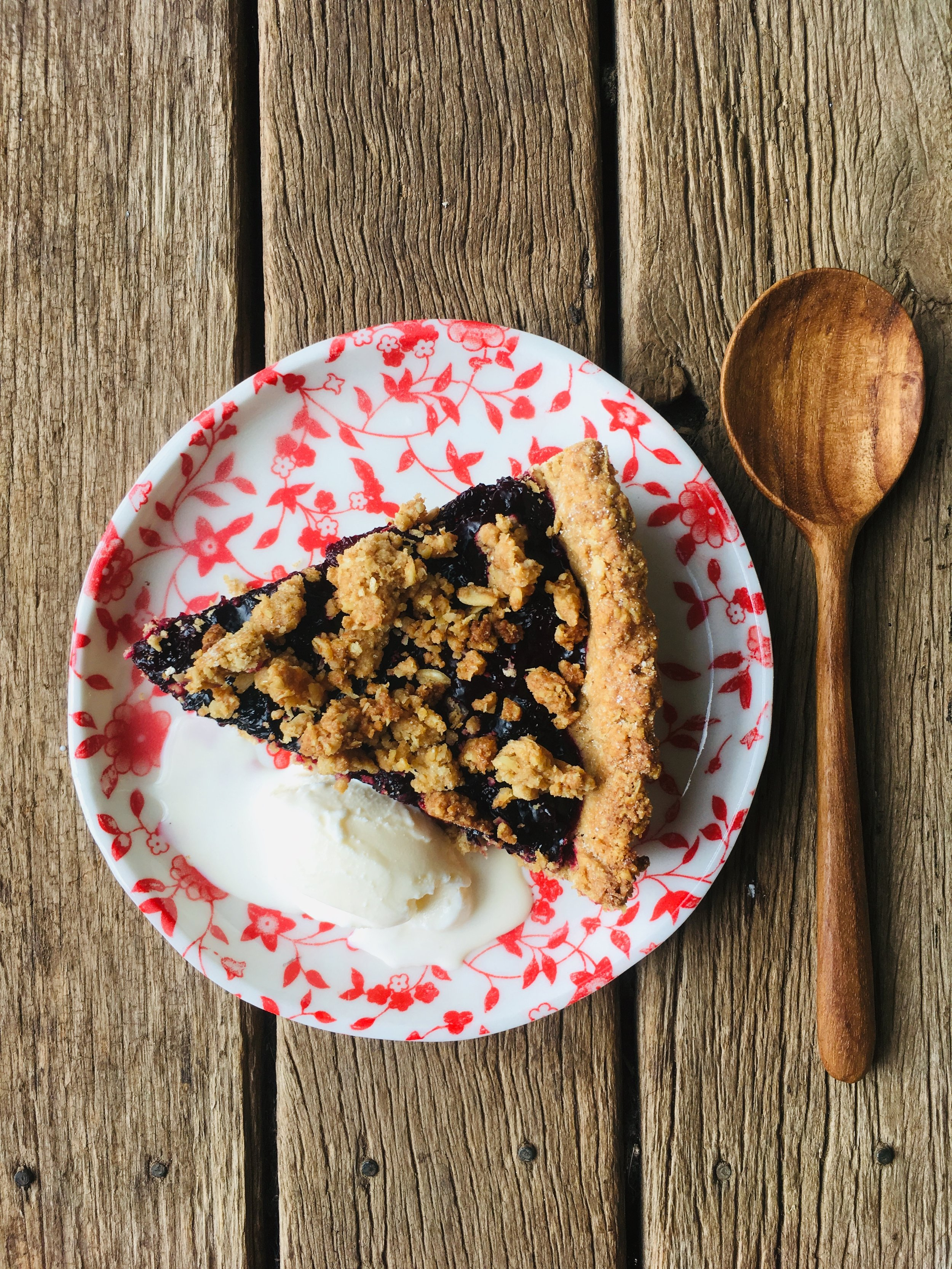 mulberry-crumble-pie.jpg