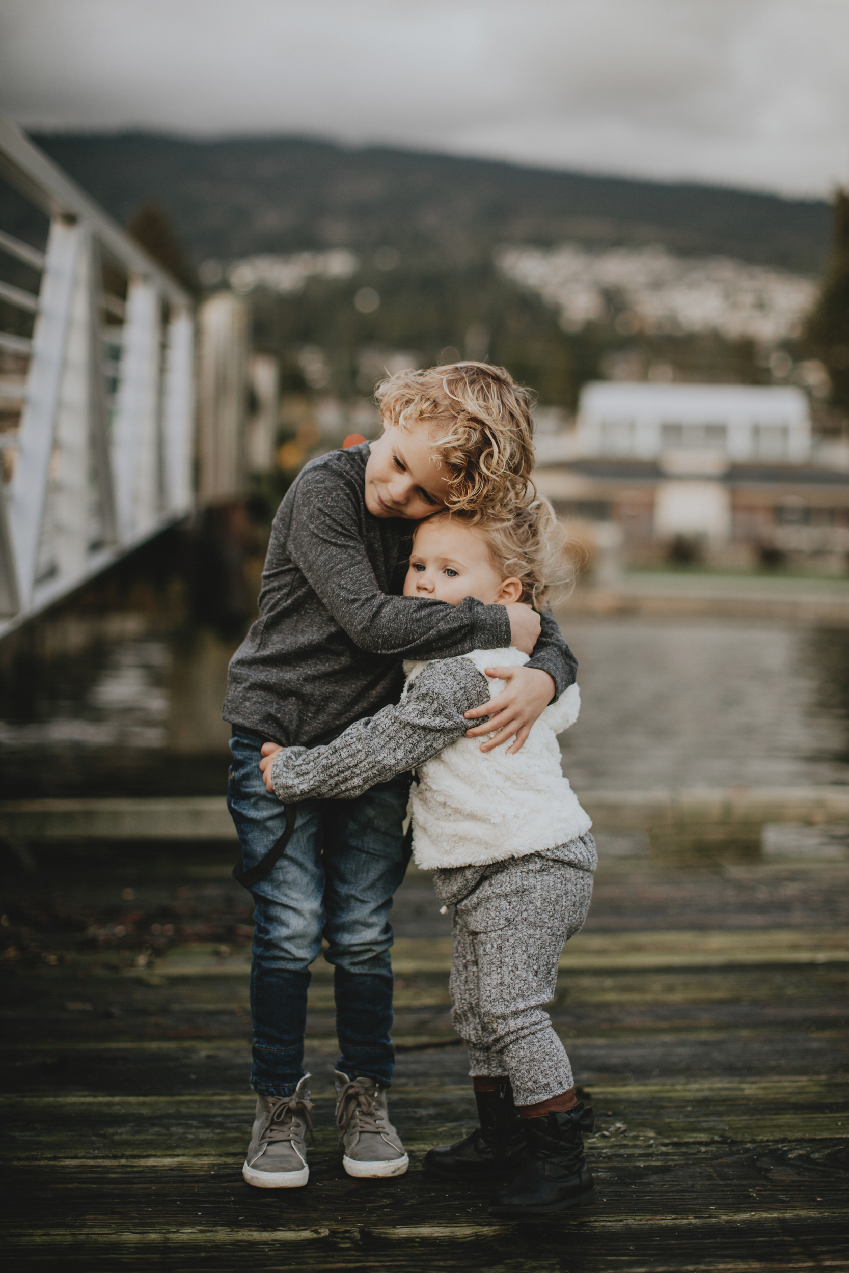 Dunderave-Pier-Family-Photos-Vancouver-3.jpg