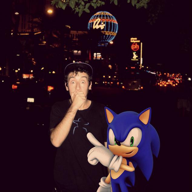 Met Sonic at Casino Night Zone