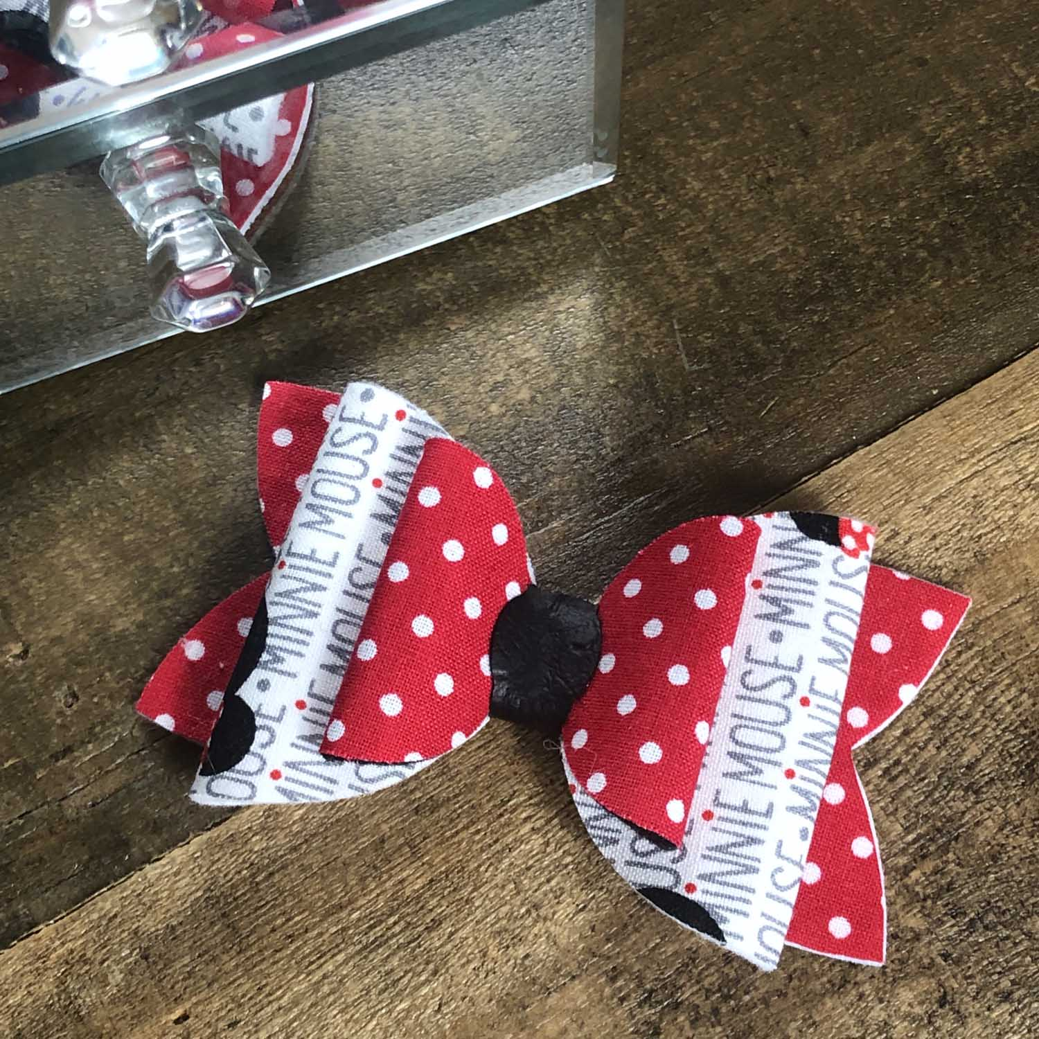 themed hairbow for kids birthday party winter garden.jpg