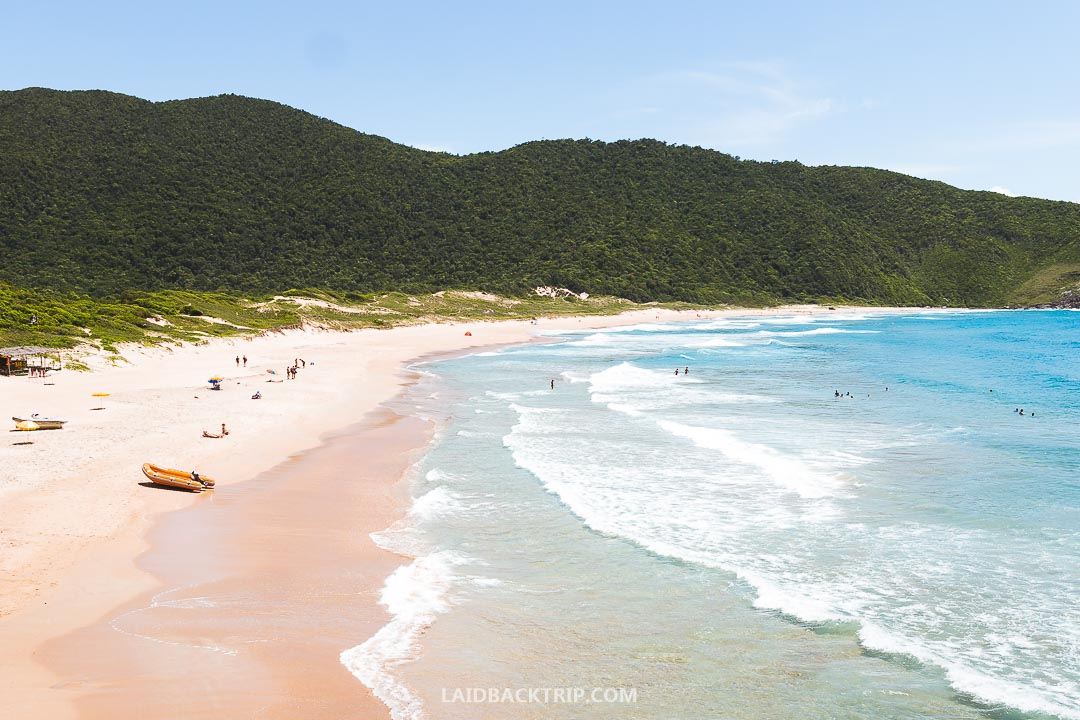 The visit of white sandy beach of Lagoinha do Leste will be a peaceful traveling experience.