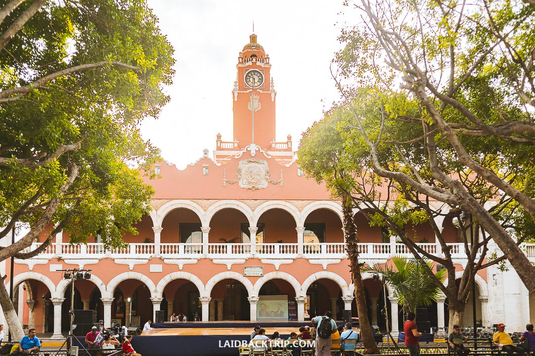 You can start your walk around the historical center of Merida on the main square.