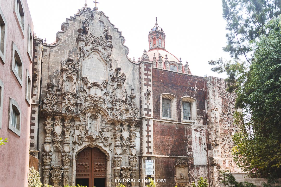 The historical area of Mexico City has many interesting buildings, museums, and churches.
