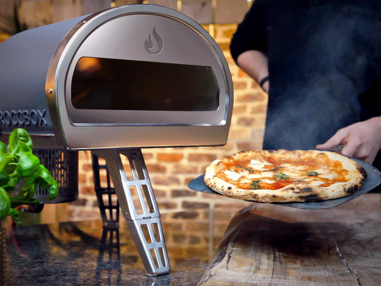 this-portable-wood-burner-cooks-your-pizza-in-90-seconds.png