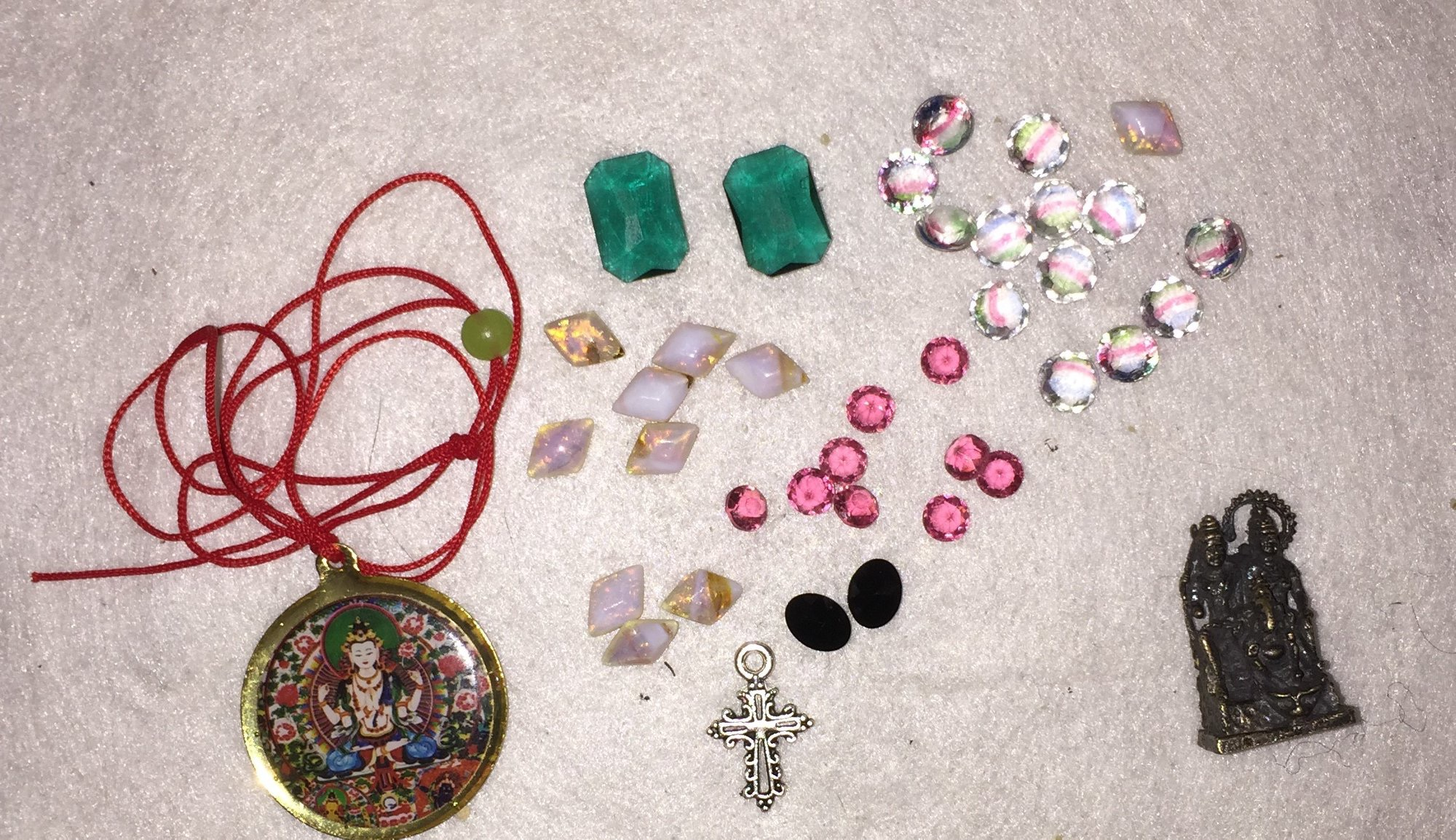The remarkable items apported during the seance.