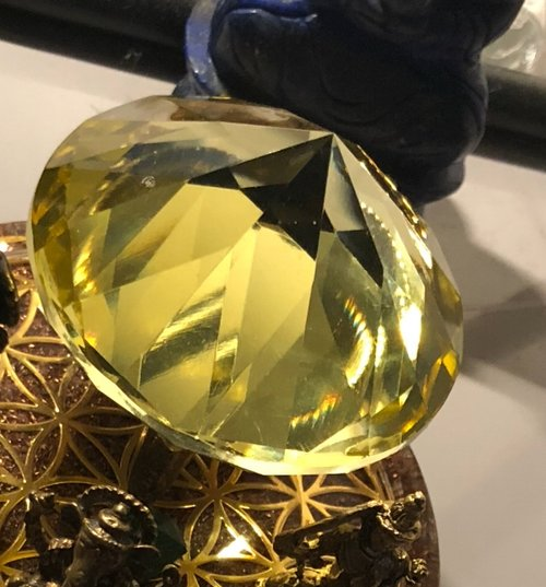 Apport - Sun Stone activation crystal through the mediumship of Kai Muegge. This apport is located in Melbourne, Australia.