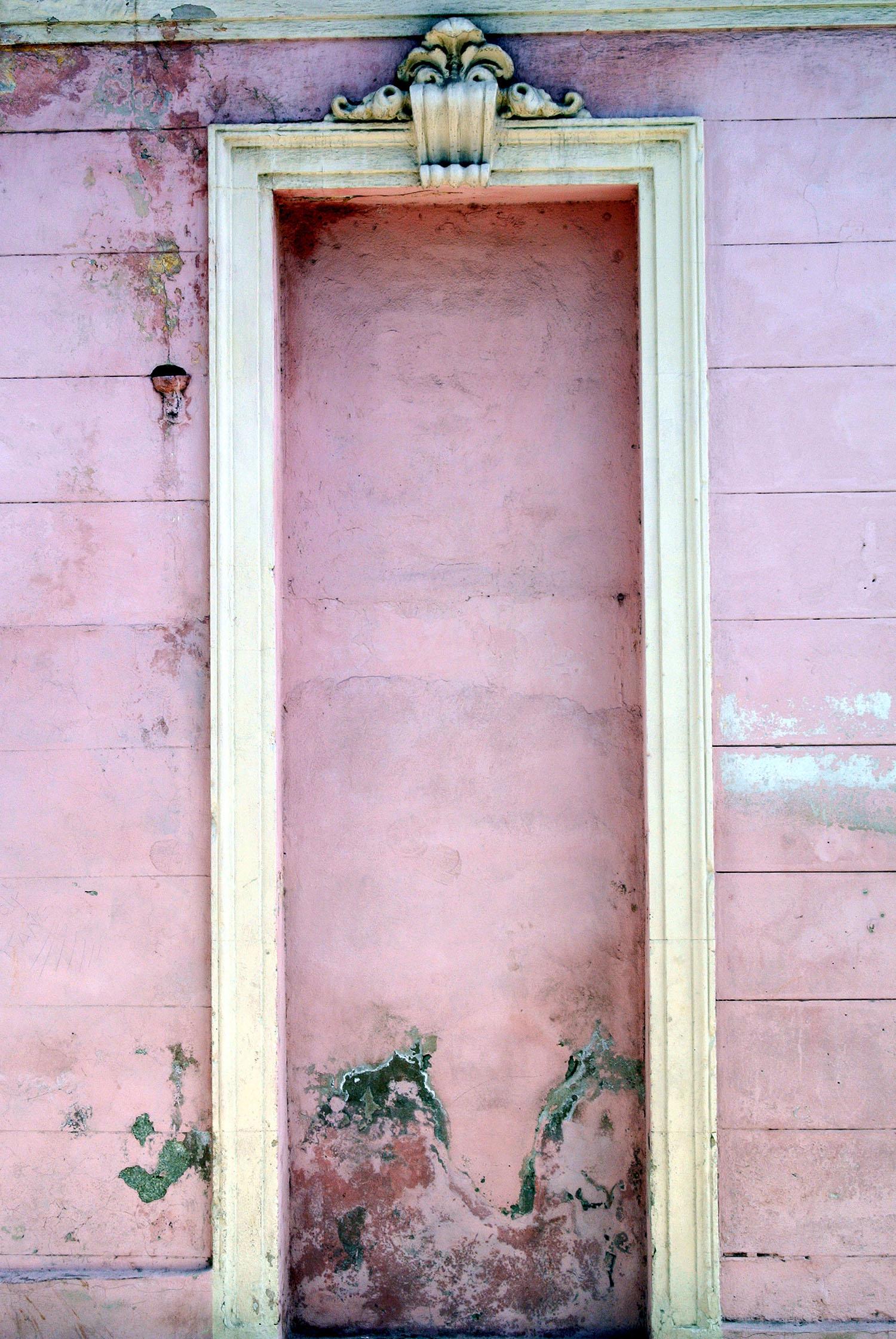 havana-city-wall-with-pink-alcove.jpg