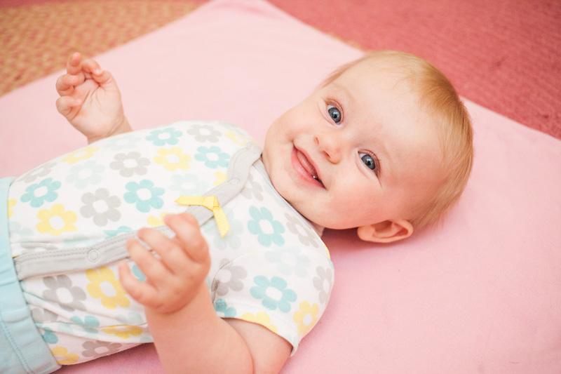 BabyEmma3MoPortraits-12.jpg