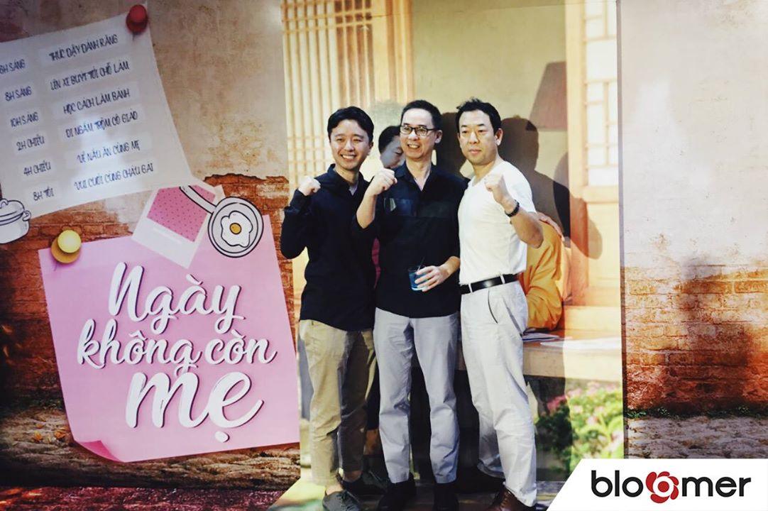 Từ trái qua phải: ông Ryan Yoo, ông Phil Tran và ông Jung Tae Sun trong buổi ra mắt phim Ngày Không Còn Mẹ.