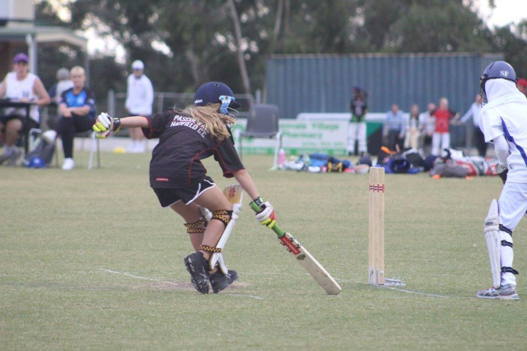 Under 13 Girls - Tara batting