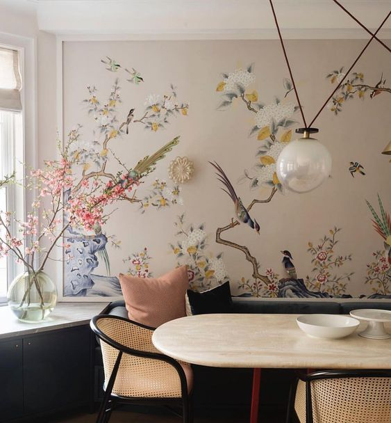 Chinoiserie-style  wall paper in modern interior