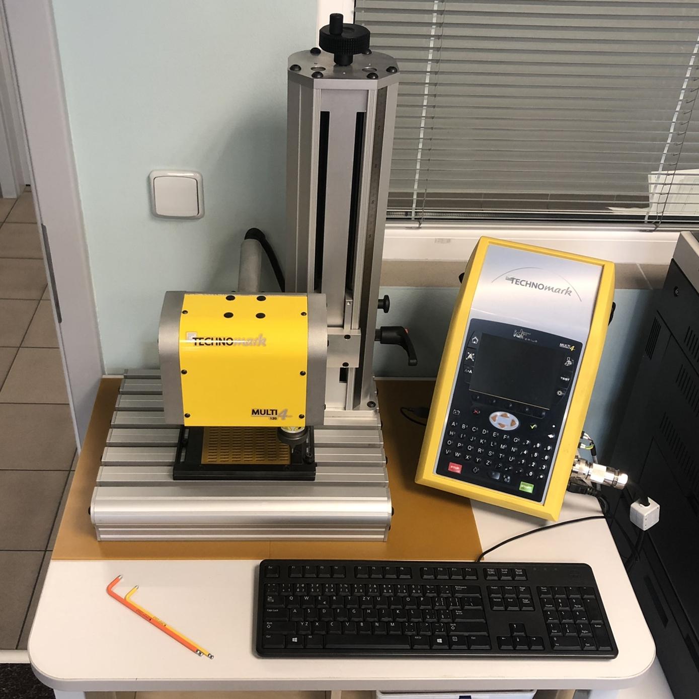 TECHNOmark MULTI4 - mikroúderový značící strojznačící okno 120x60mmodnímatelná značící hlava - lze značit i větší dílyznačení ukosených plochých dílůznačení vlnitých nebo válcovitých ploch
