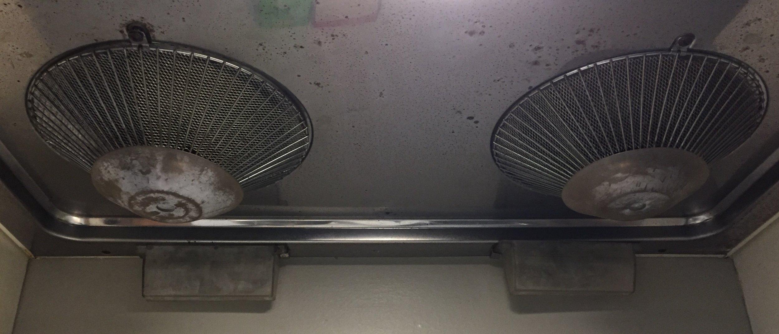 Range hood grease traps from below