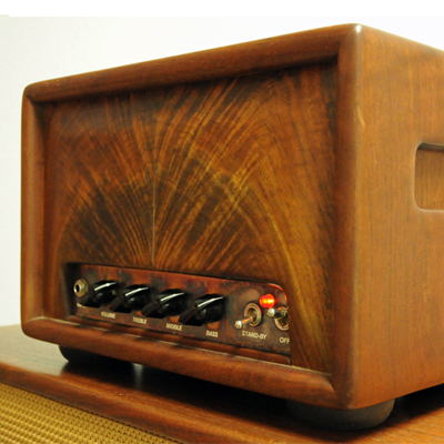 Alessandro Bloodhound   The Alessandro Bloodhound is a 2 x 6550-based power amp with a 3 x 12AX7-based preamp.