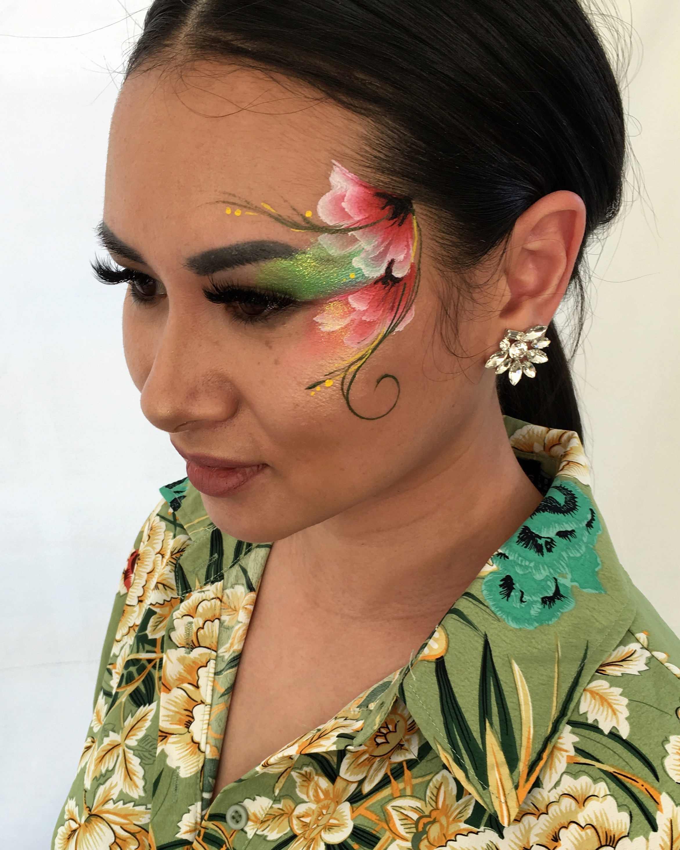 Minimalist floral eye design - Brierley Thorpe.JPG