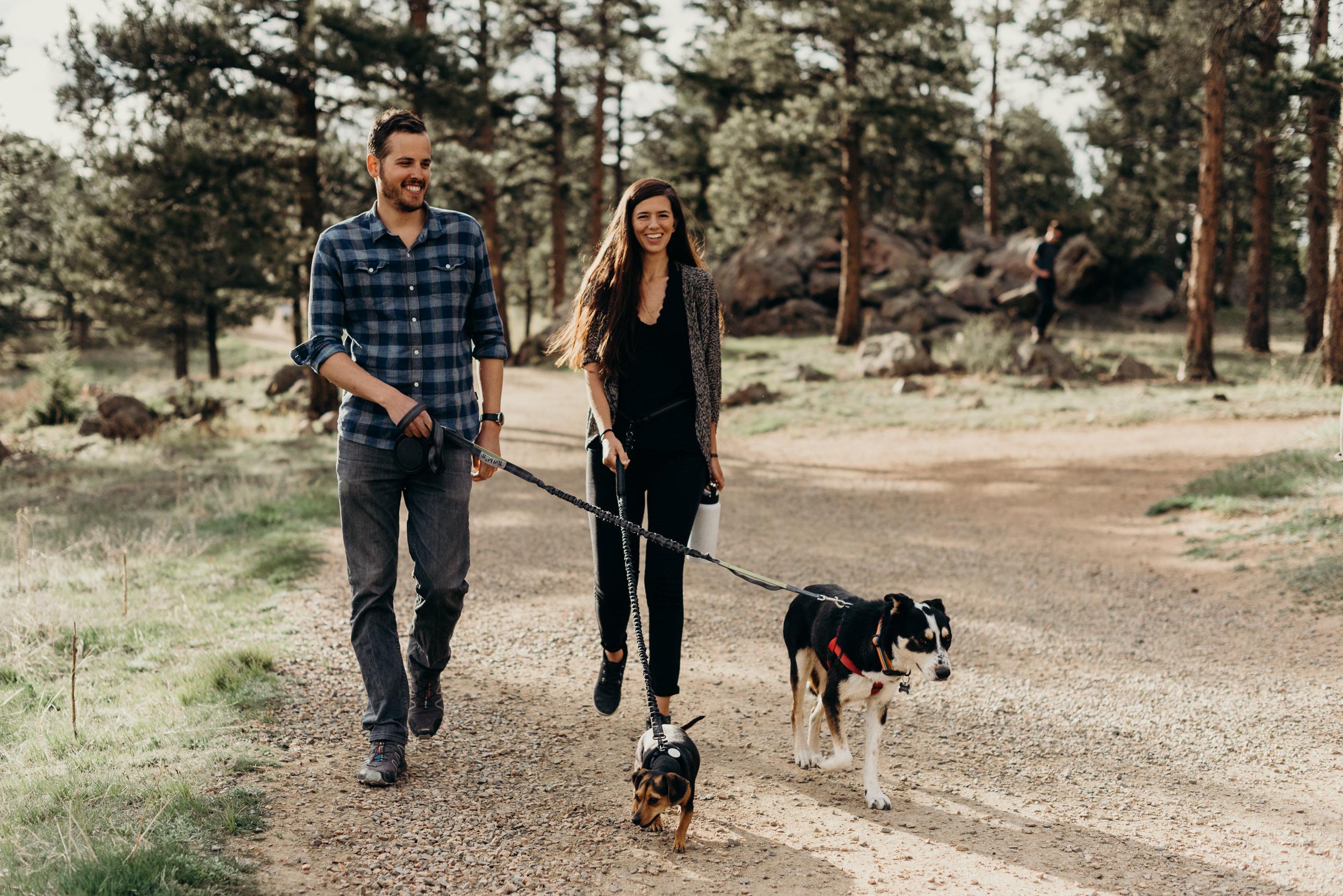tips-bringing-dog-engagement-photo-session-trail-hike