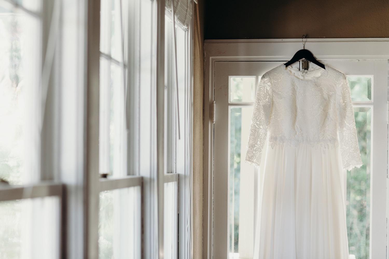 008_detail_vineyards_photos_dress_hanging_faithbrooke_megan-graham-photography_barn_wedding.jpg