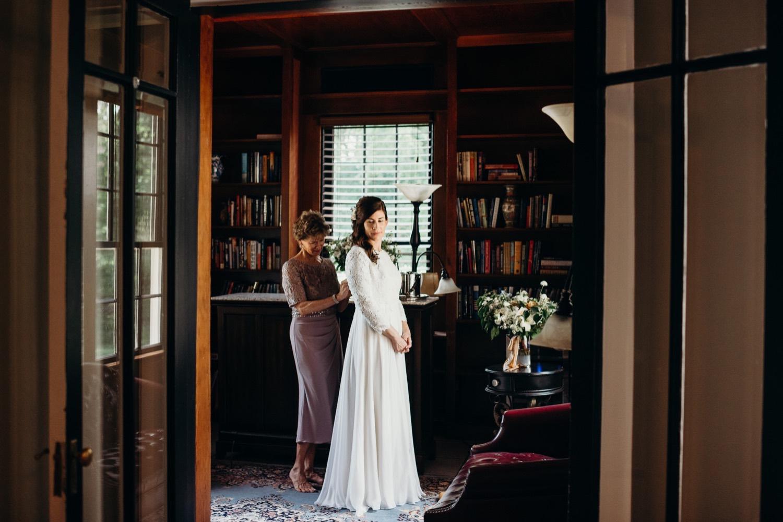 015_dress_wedding_faithbrooke_helping_shenandoah_mimslynn_barn_megan-graham-photography_photos_virginia_inn_vineyards_mom.jpg