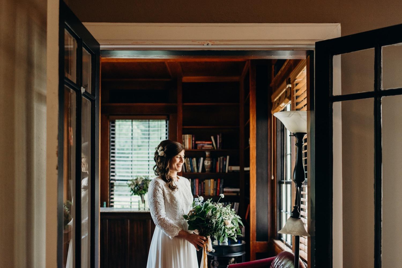 018_photos_bride_vineyards_virginia_faithbrooke_mimslynn_shenandoah_megan-graham-photography_barn_inn_wedding.jpg