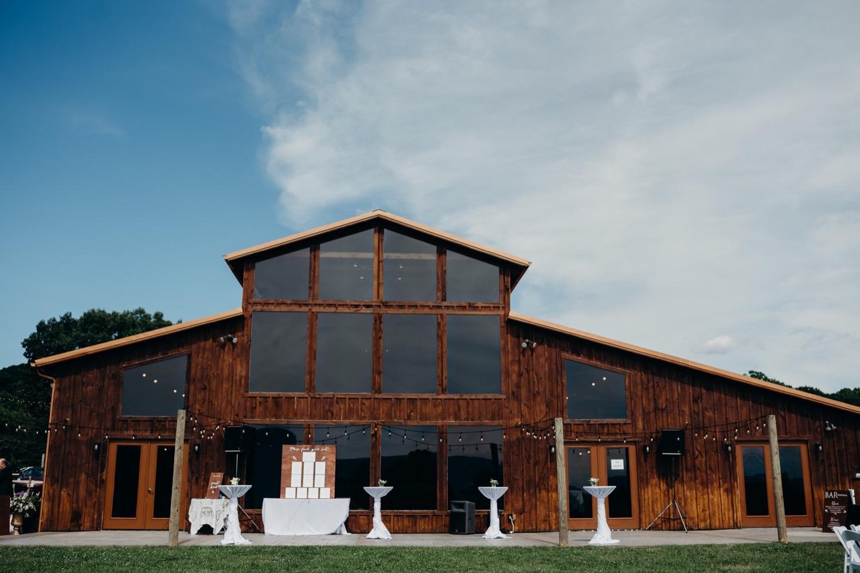 030_photographer_vineyards_virginia_faithbrooke_shenandoah_barn_luray_wedding.jpg