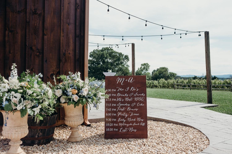 031_photographer_vineyards_virginia_faithbrooke_shenandoah_barn_luray_wedding.jpg