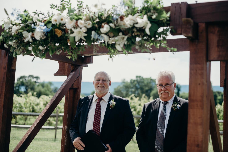 035_photographer_vineyards_virginia_faithbrooke_shenandoah_barn_luray_wedding.jpg