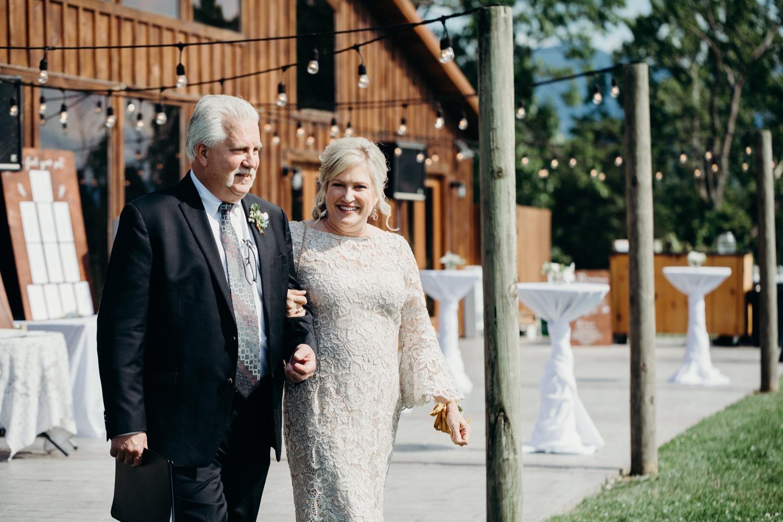 037_photos_vineyards_photographer_virginia_faithbrooke_shenandoah_megan-graham-photography_barn_luray_wedding.jpg