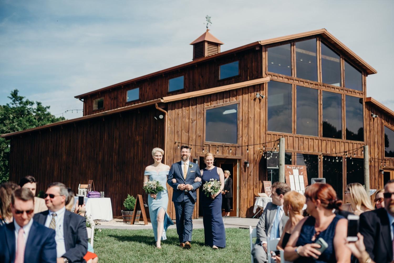 040_photos_barn_faithbrooke_vineyards_wedding_megan-graham-photography.jpg