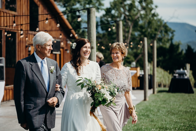 041_photos_barn_faithbrooke_vineyards_wedding_megan-graham-photography.jpg