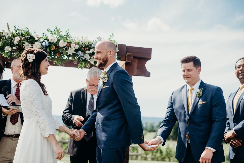 045_photographer_vineyards_virginia_faithbrooke_shenandoah_barn_luray_wedding.jpg
