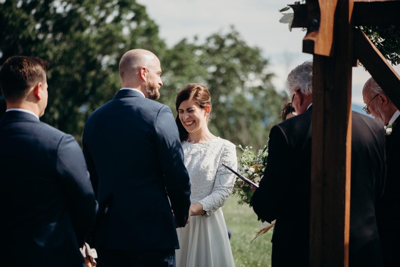 047_photographer_vineyards_virginia_faithbrooke_shenandoah_barn_luray_wedding.jpg