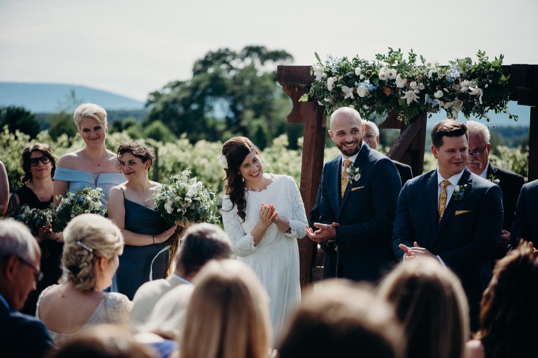 050_photographer_vineyards_virginia_faithbrooke_shenandoah_barn_luray_wedding.jpg