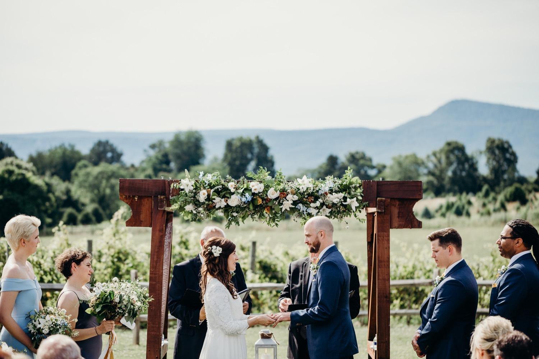 054_photos_barn_faithbrooke_vineyards_wedding_megan-graham-photography.jpg