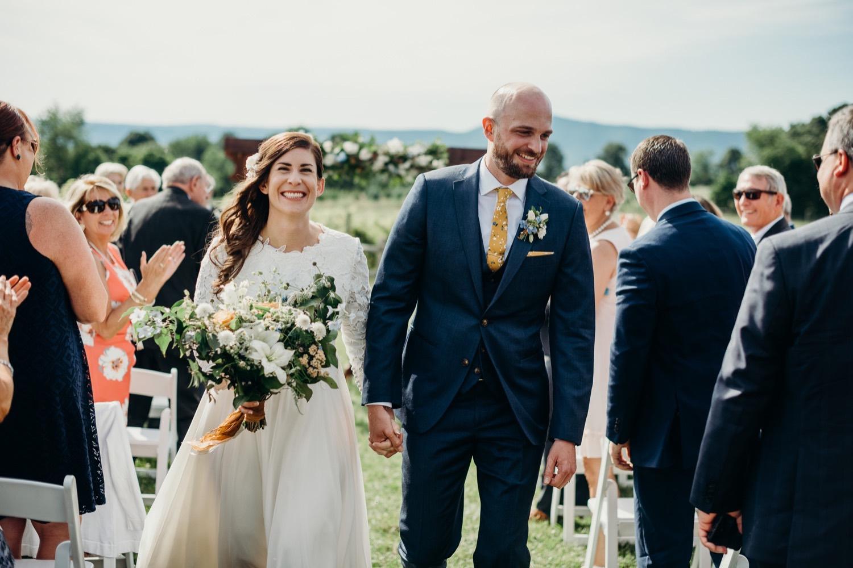 056_photographer_vineyards_virginia_faithbrooke_shenandoah_barn_luray_wedding.jpg