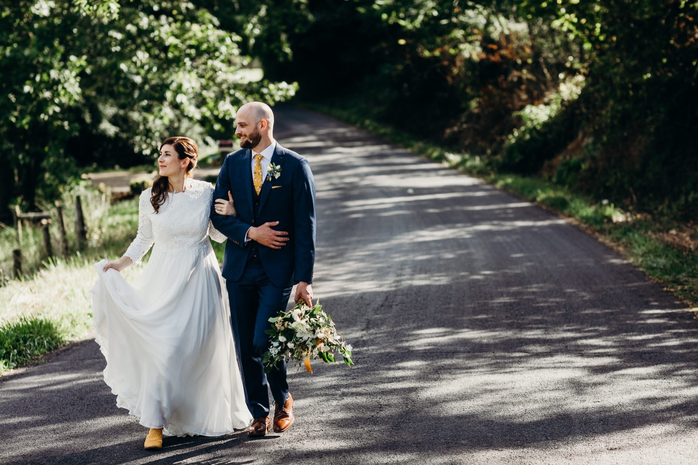 064_photographer_vineyards_virginia_faithbrooke_shenandoah_barn_luray_wedding.jpg