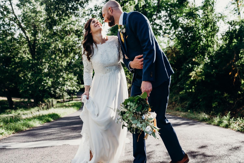 066_photographer_vineyards_virginia_faithbrooke_shenandoah_barn_luray_wedding.jpg