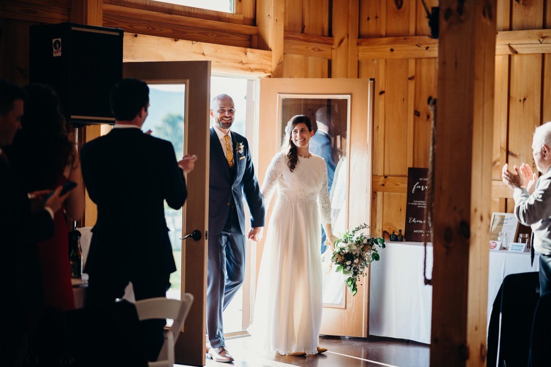 071_photographer_vineyards_virginia_faithbrooke_shenandoah_barn_luray_wedding.jpg