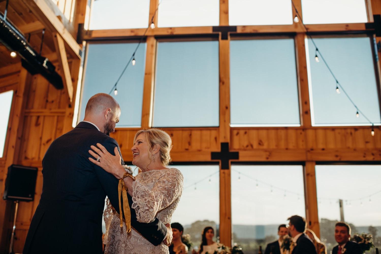 076_photographer_vineyards_virginia_faithbrooke_shenandoah_barn_luray_wedding.jpg