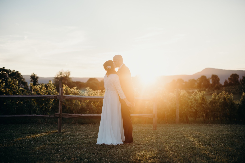 082_vineyards_virginia_faithbrooke_shenandoah_barn_sunnset_luray_wedding.jpg